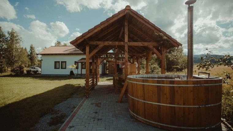 Ciubar din lemn pentru baie cu diametru de 6m
