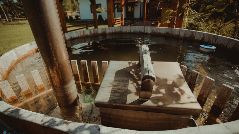 Ciubăr din lemn pentru baie cu casa  sauna